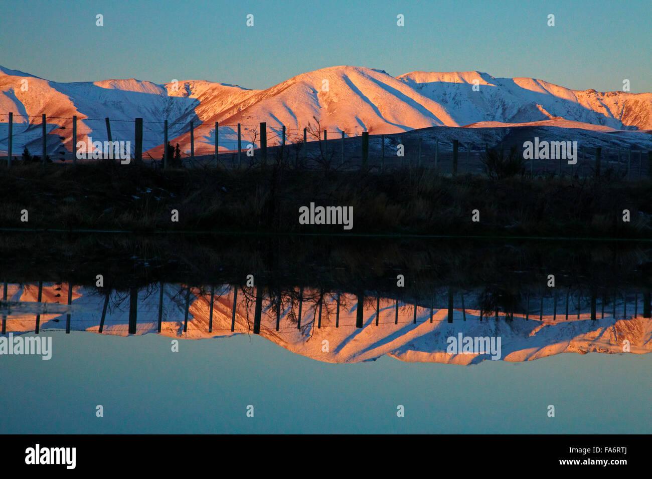Alpenglow on Ida Range, Maniototo, Central Otago, South Island, New Zealand - Stock Image