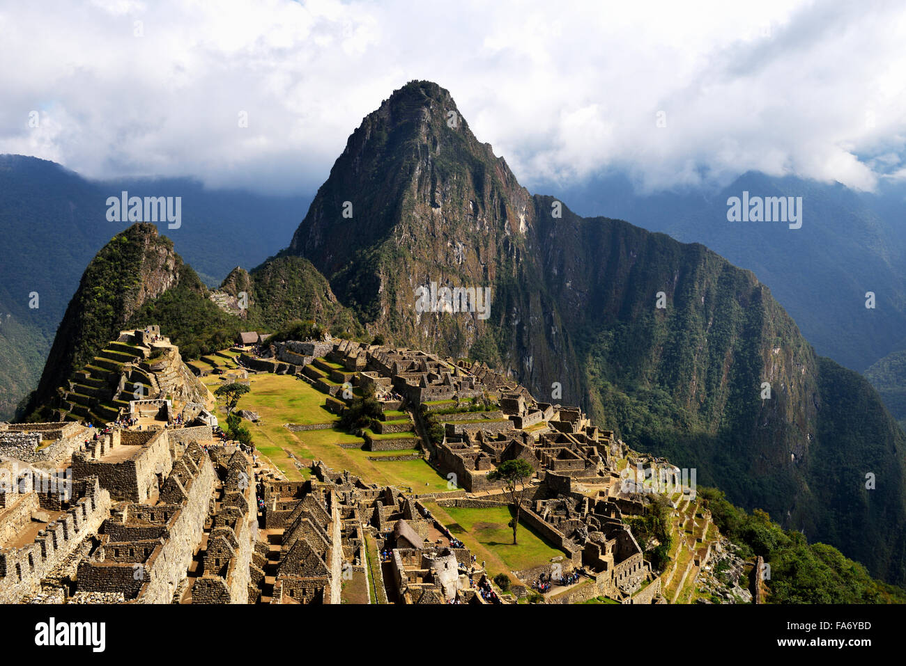 Ruins, Inca city of Machu Picchu, Huayna Picchu Mountain behind, UNESCO World Heritage Site, Urubamba, Cusco Province, - Stock Image