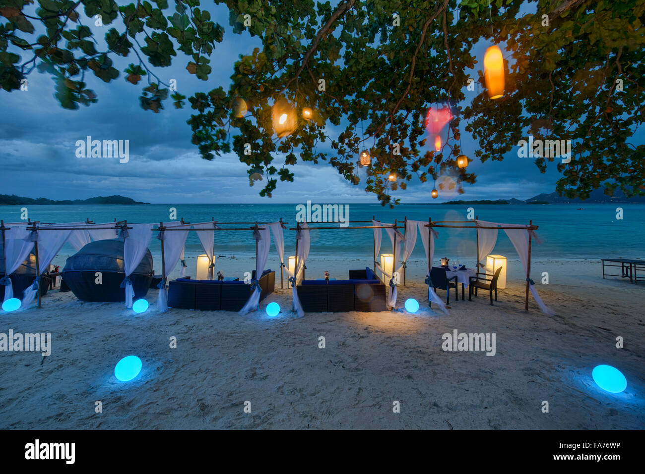 Romantic tables by the sea on Koh Samui island, Thailand - Stock Image