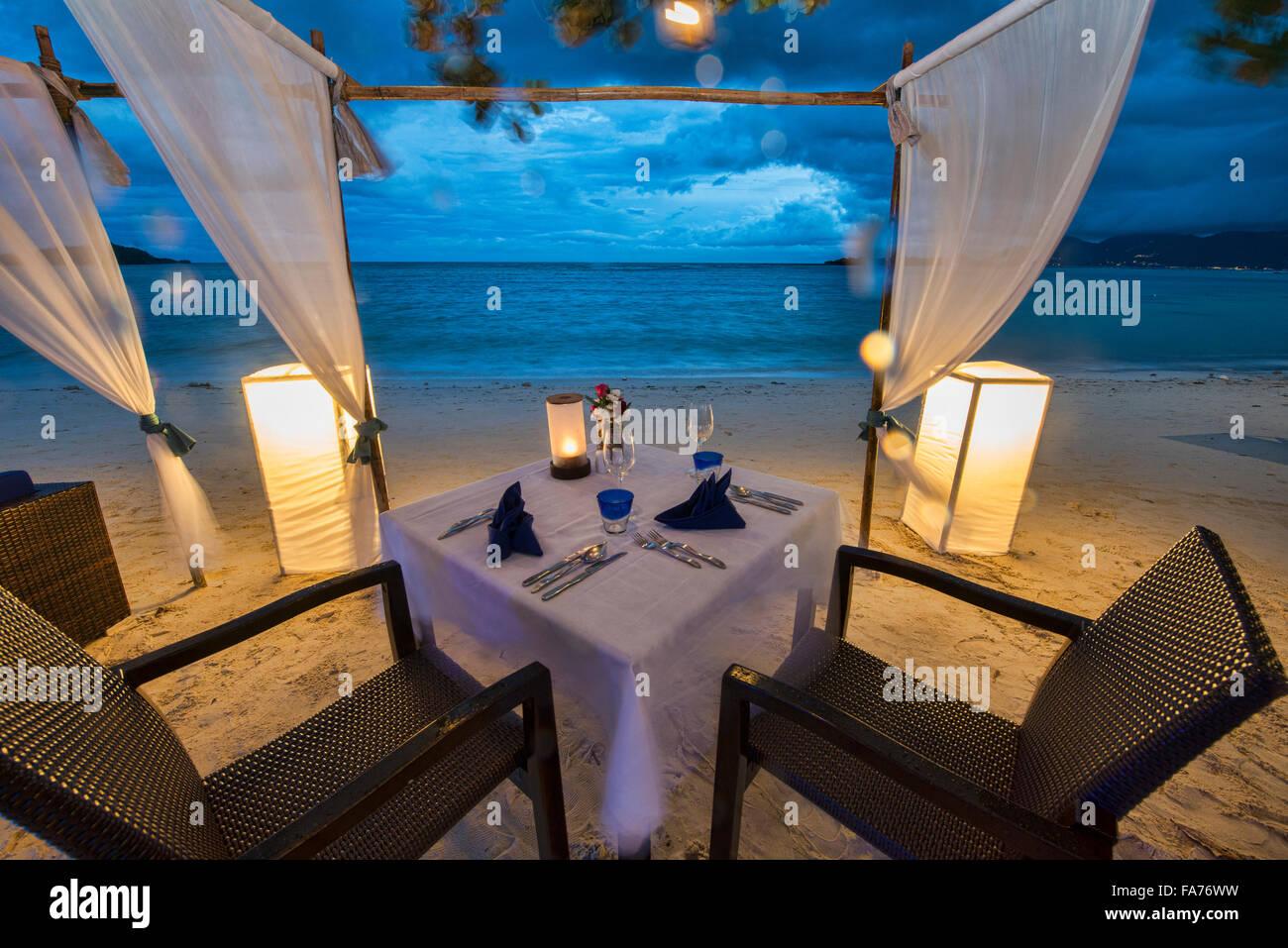 Romantic table by the sea on Koh Samui island, Thailand - Stock Image