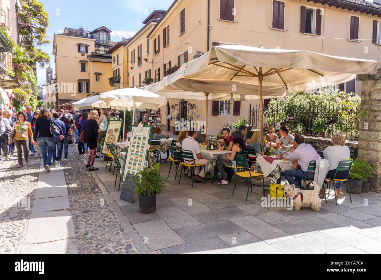 Italy, Piedmont, Orta lake, Orta San Giulio, people at restaurant - Stock Image