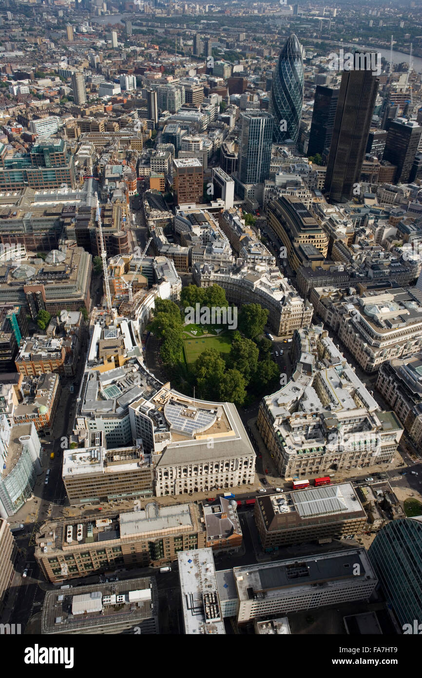 FINSBURY CIRCUS, London. Aerial view of the green space of the circus surrounded by the City landscape. The financial - Stock Image