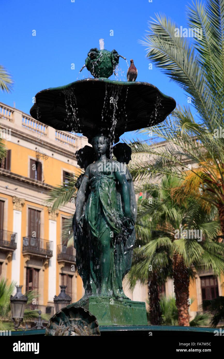 Fountain at Placa Reial, Barri Gotic, Barcelona, Spain, Europe - Stock Image