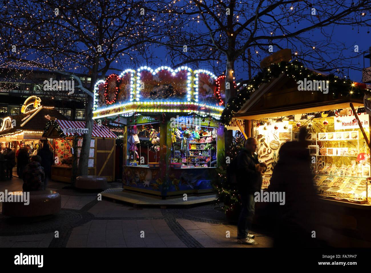 Stalls at the City Weihnachtsmarkt am Gedachtniskirche Christmas market on Ku'damm in Berlin, Germany. - Stock Image