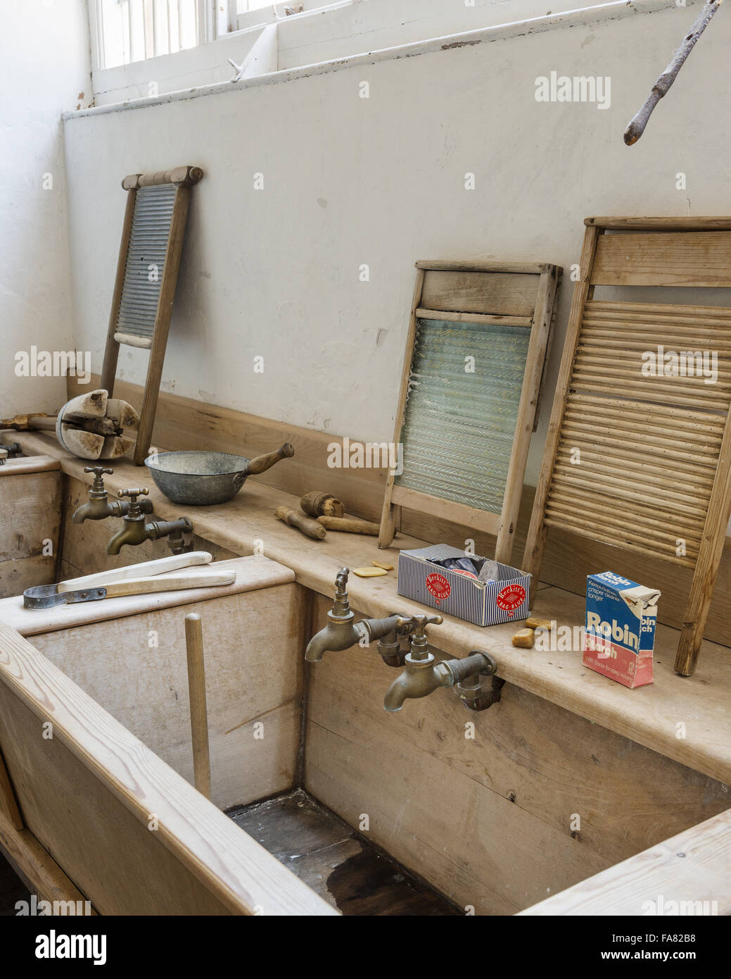 Sinks and washboards in the Laundry at Killerton, Devon. Until it closed in 1940, Killerton Laundry employed three - Stock Image