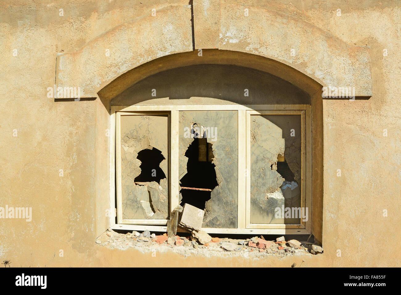 Broken Window Burglary, Building Stock Photos & Broken Window ...