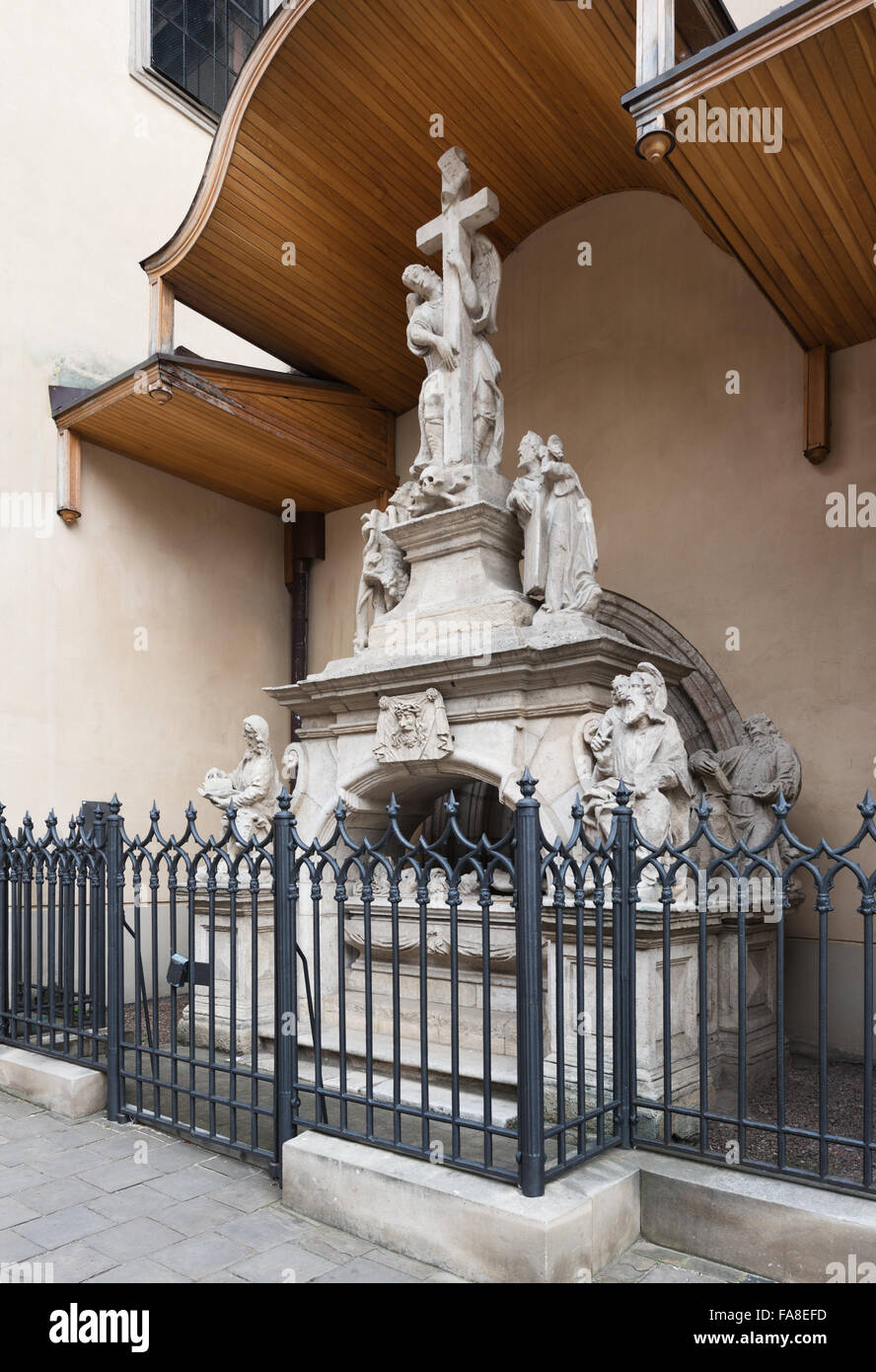 Tombstone sculptures near Latin cathedral in Lviv - Stock Image