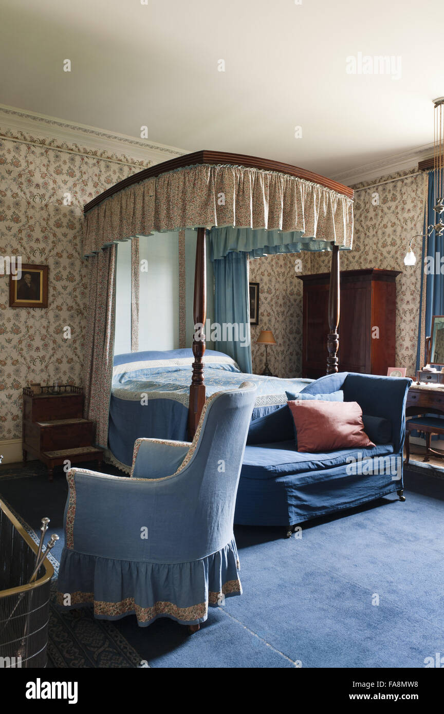 St Thomas Bedroom At Dunham Massey, Cheshire. The Wallpaper And Chintz  Hangings Were Probably Renewed In 1905.