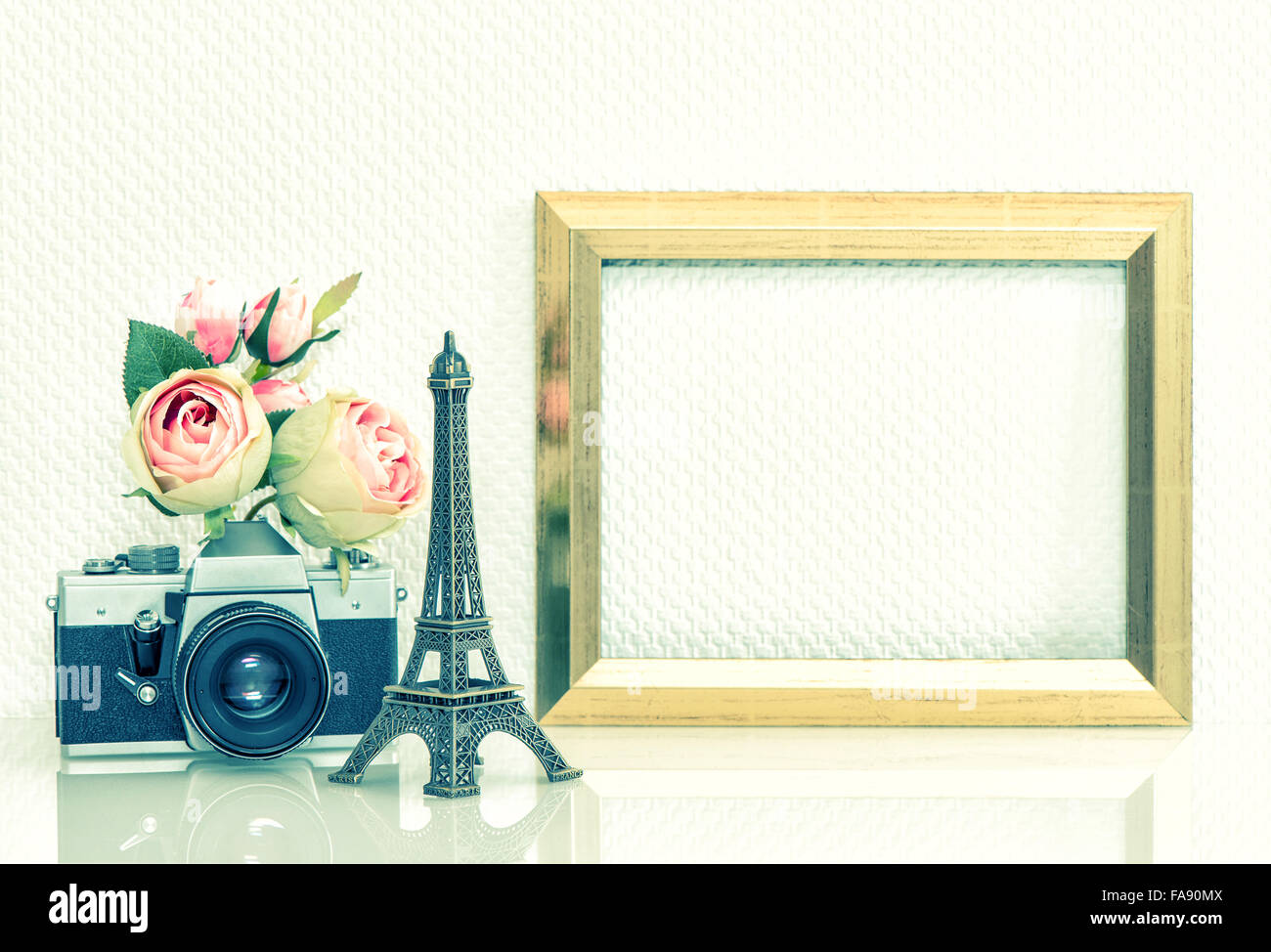 vintage travel poster paris stock photos vintage travel poster paris stock images alamy. Black Bedroom Furniture Sets. Home Design Ideas