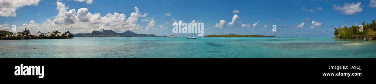 Tropical paradise of Mauritius with a view on Pointe Jerome, Ile aux Aigrettes and Montagne du Lion - Stock Image