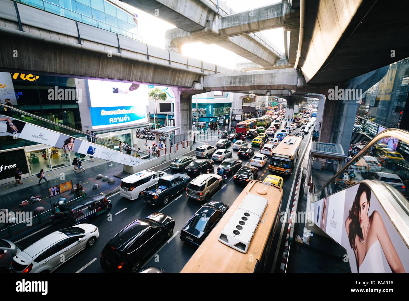 Traffic and skytrain tracks at Siam, in Bangkok, Thailand. - Stock Image