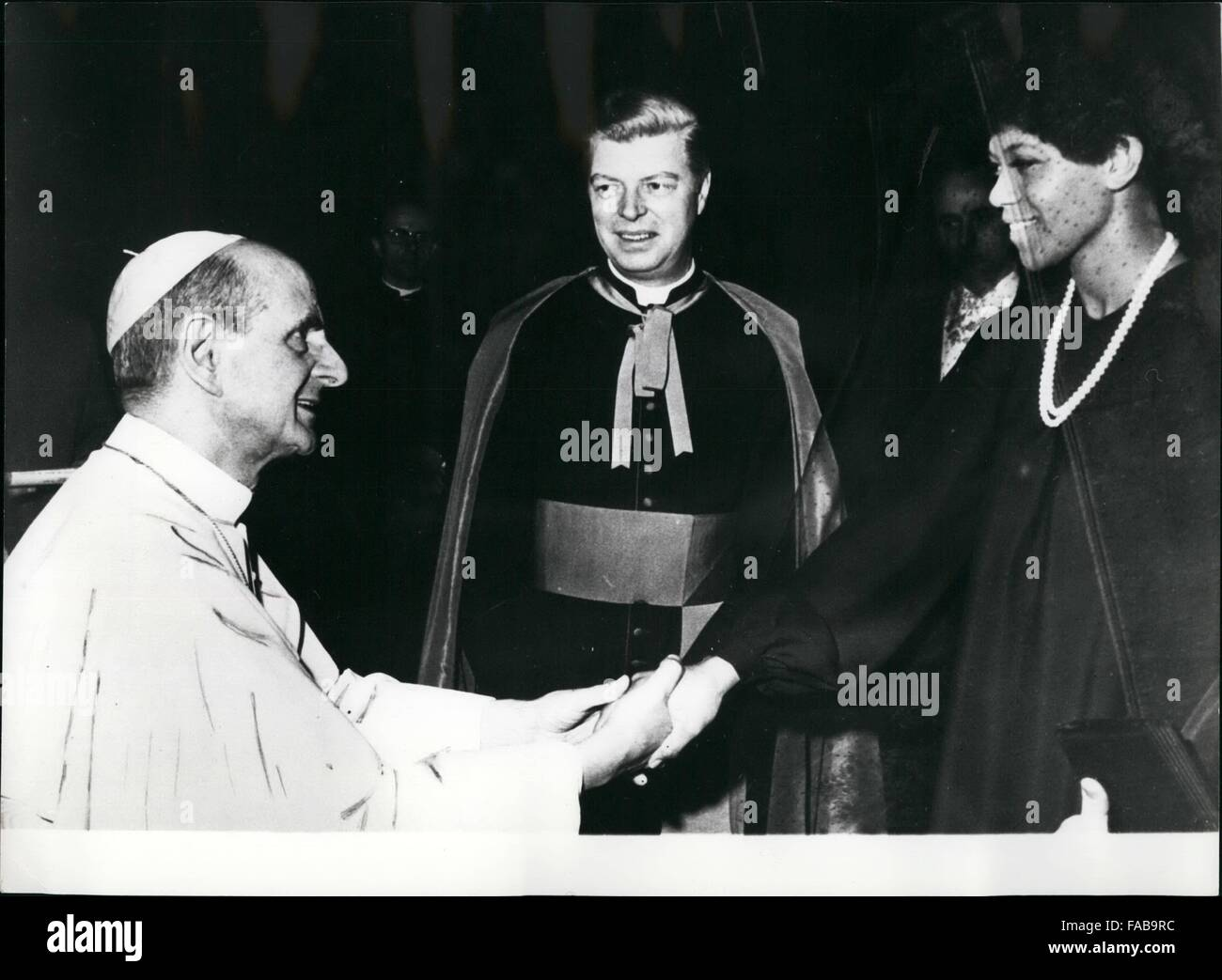 Wilma rudolph stock photos wilma rudolph stock images alamy 1964 former us olympic sprinter wilma rudolph who won three gold medals in rome voltagebd Choice Image