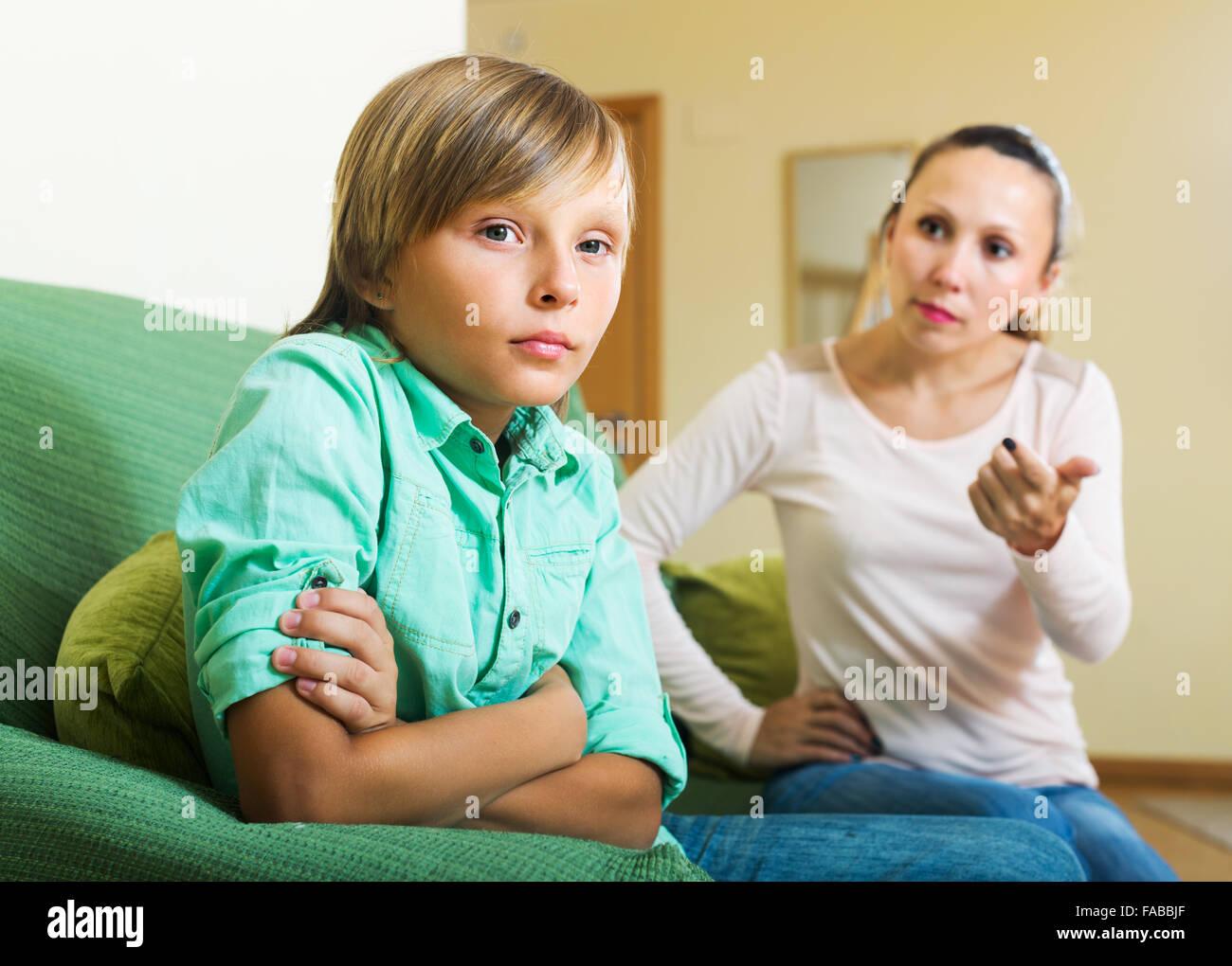 Сын трахает родную мать в жопу, Как сын трахает маму уникальное видео в качестве HD 10 фотография