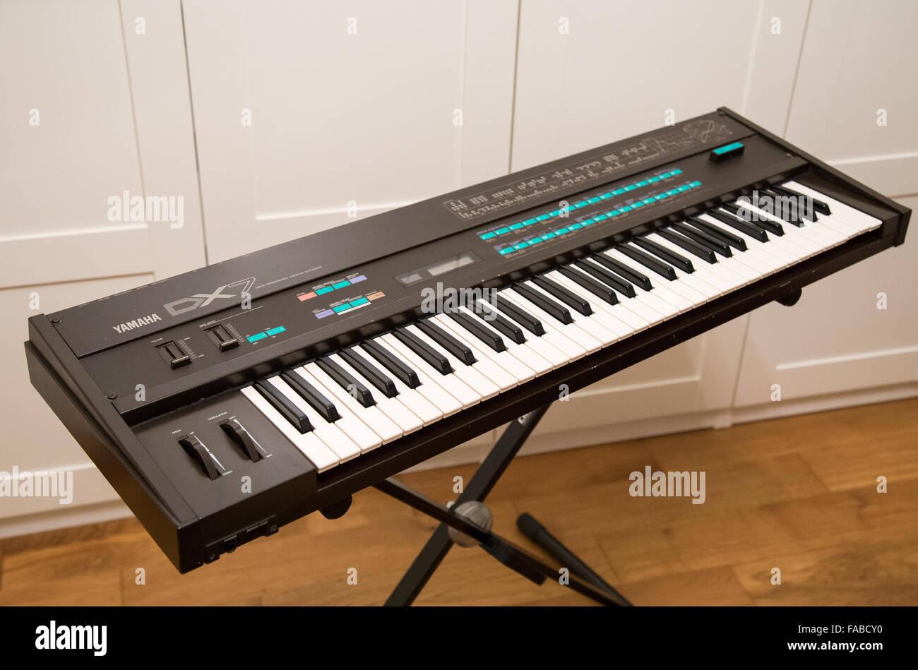 A Yamaha DX7 synthesizer Stock Photo