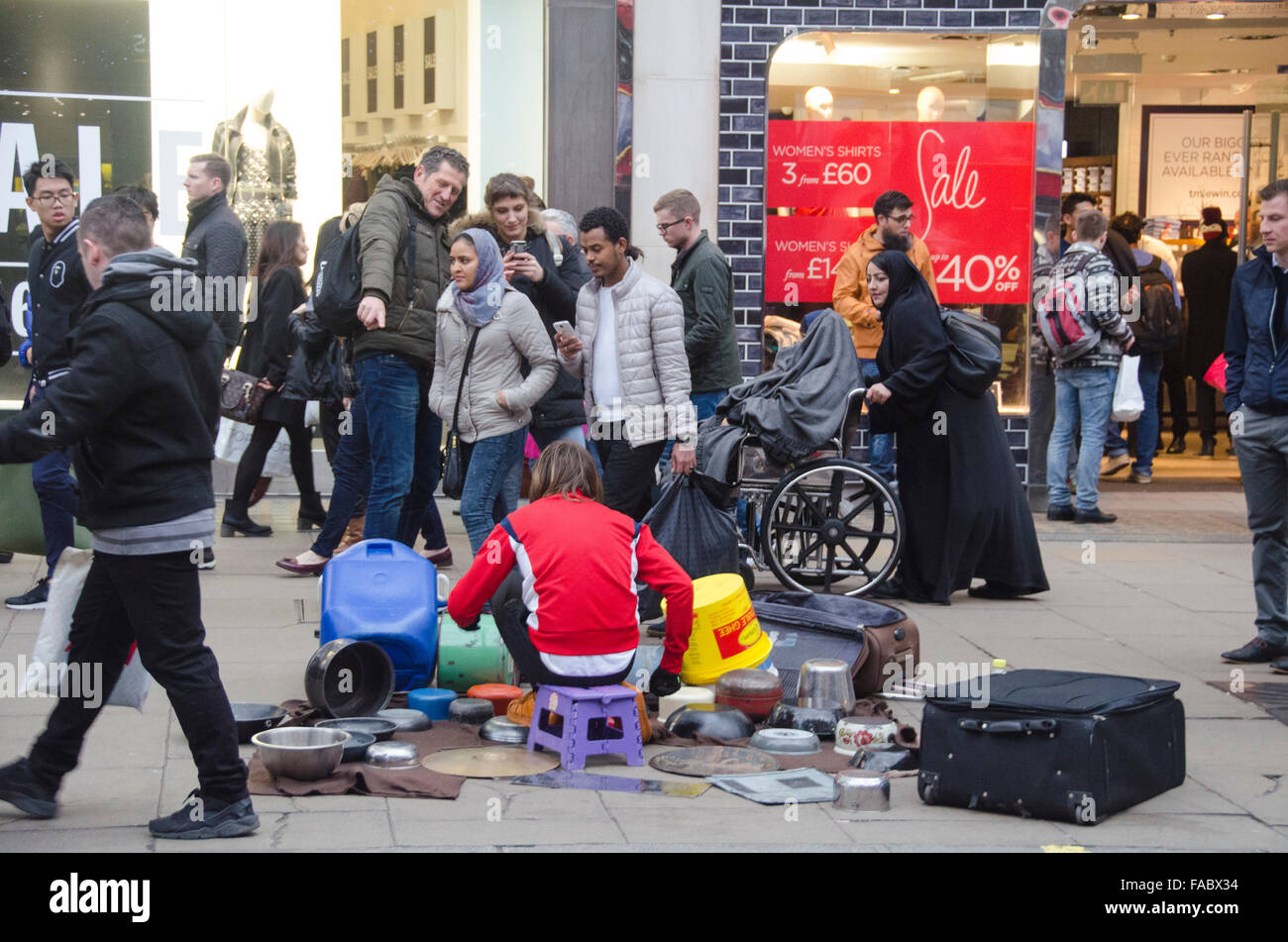 London, UK, 26 December 2015, Boxing day shopping in Oxford Street as January sales start early. Credit:  JOHNNY Stock Photo