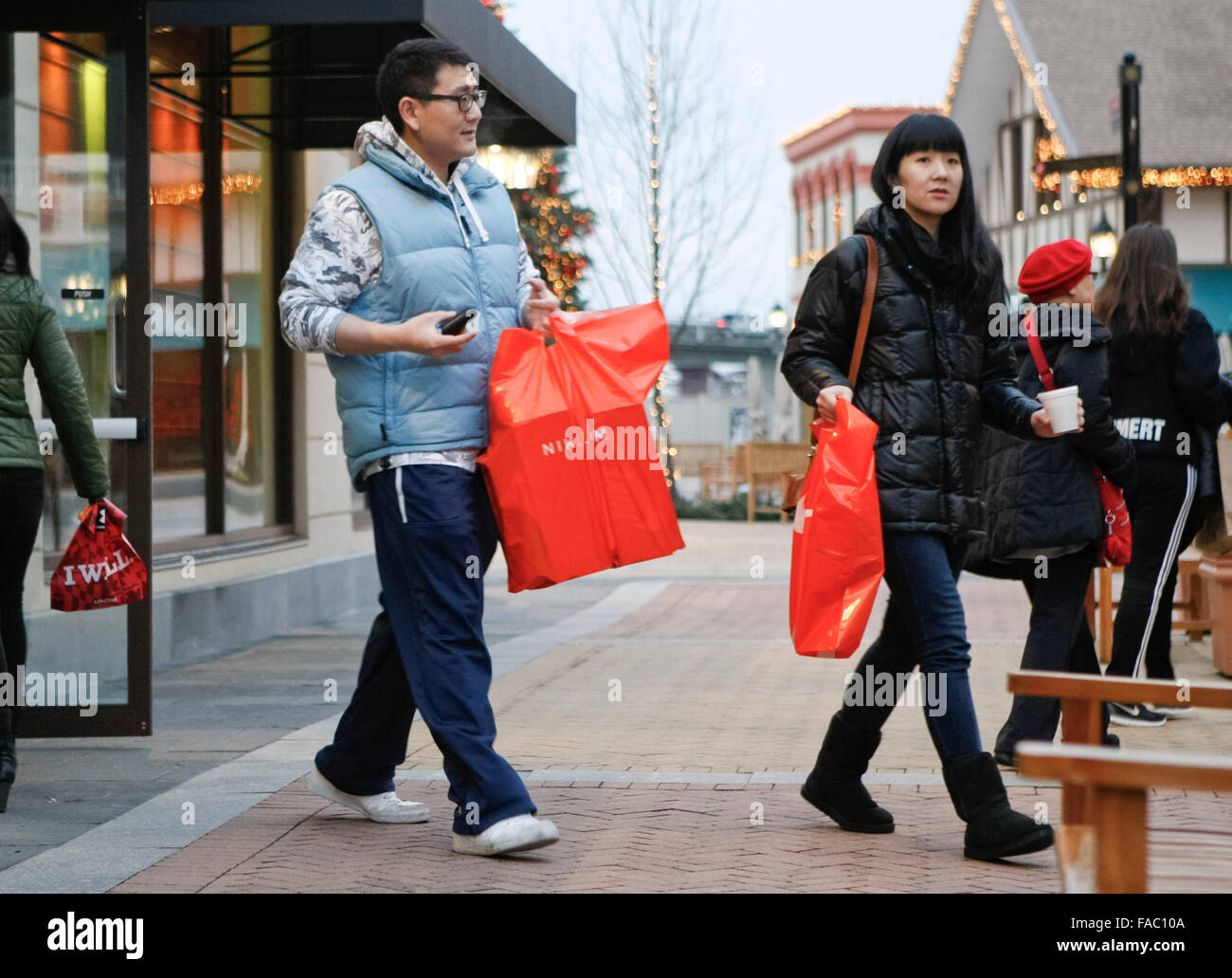 Vancouver, Canada. 26th Dec, 2015. Residents go shopping for bargain goods during Boxing Day sales in Vancouver, - Stock Image