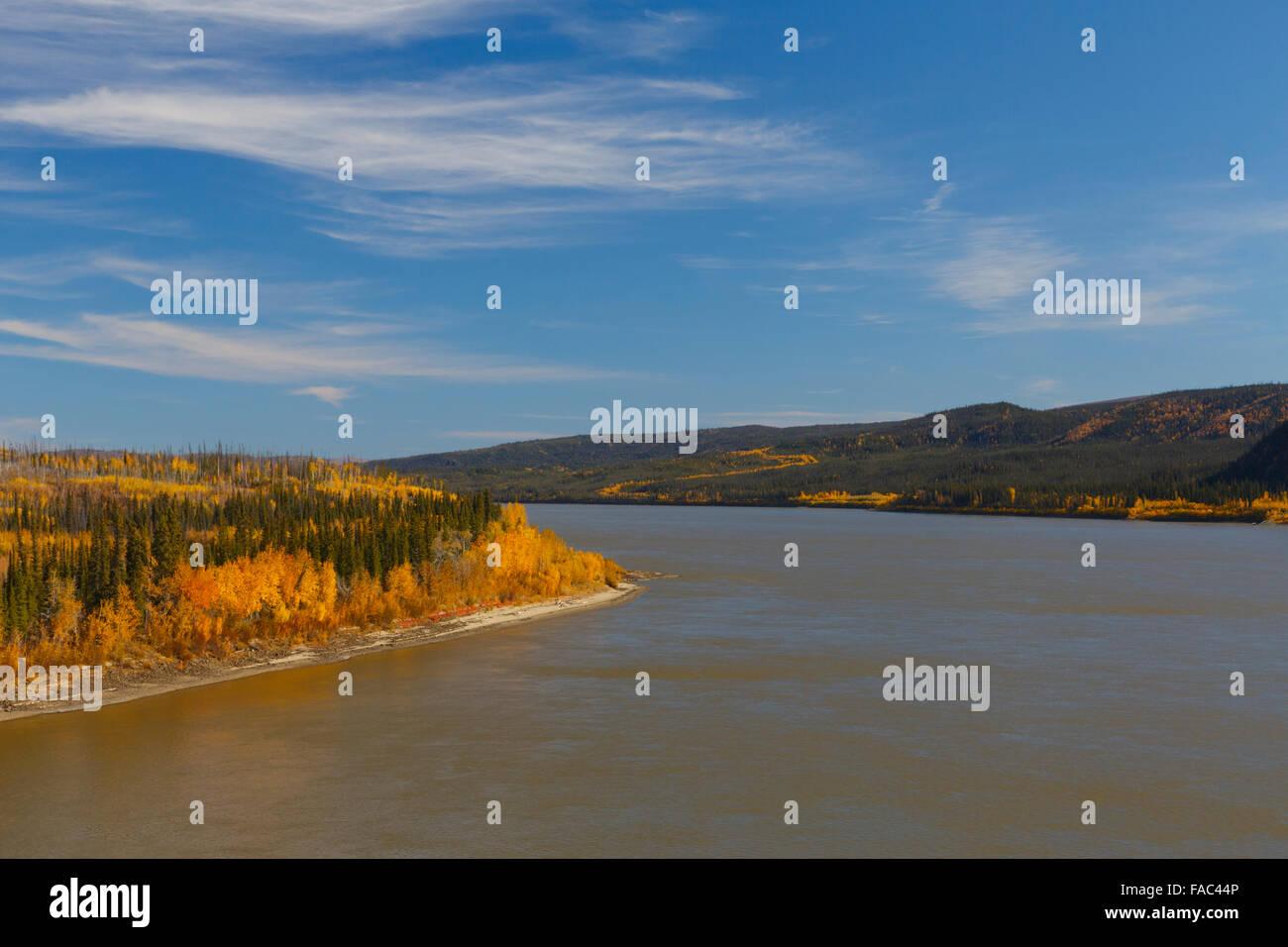 Autumn along the Yukon River from the Dalton Highway bridge, Alaska. - Stock Image