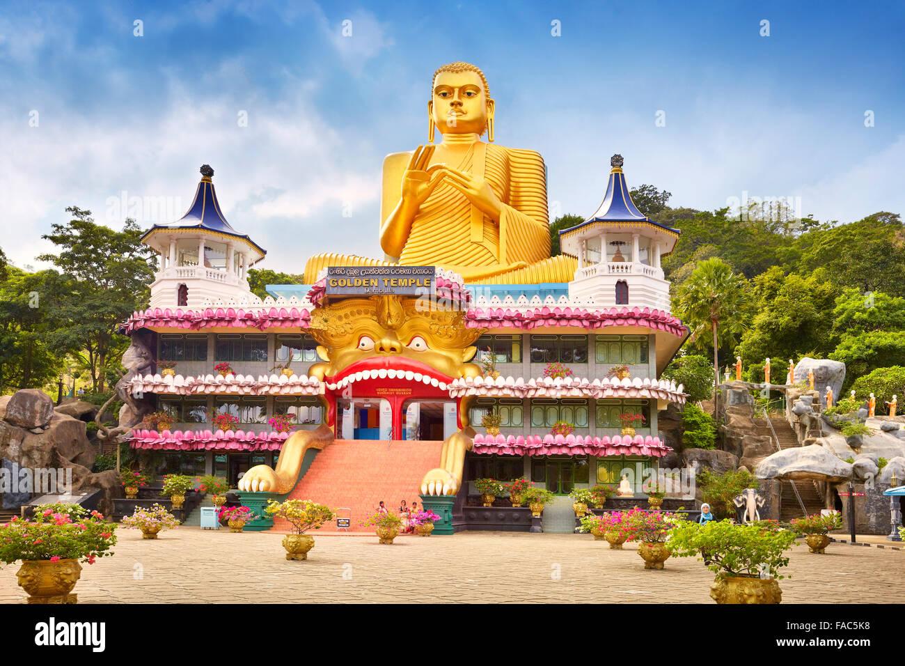 Sri Lanka - Dambulla, Golden Buddha statue over the Buddish Museum, UNESCO World Heritage Site - Stock Image