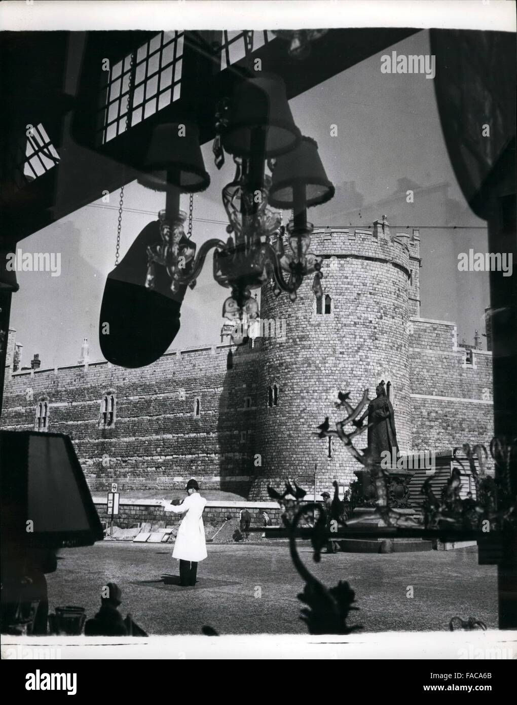 1952 - An unusual view of Windsor Castle and the statue of Queen Victoria taken through the window of a gift shop Stock Photo