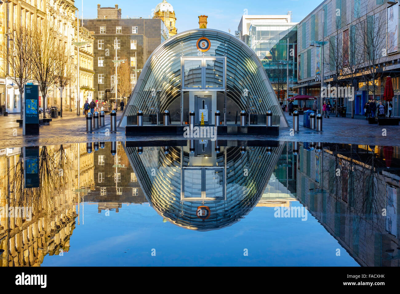 Glasgow, UK. 27th Dec, 2015. After the constant heavy rain of recent days that caused flooding to St Enochs Square, - Stock Image
