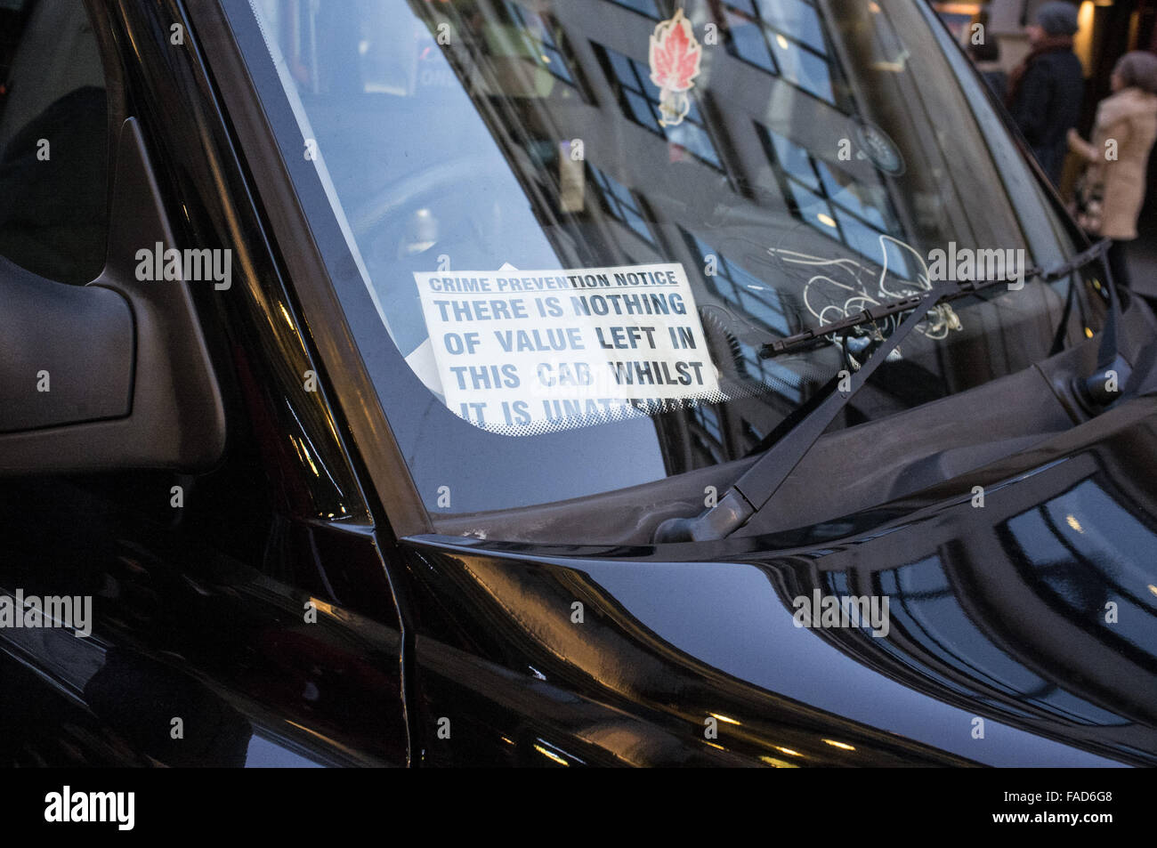 'There is nothing of value left in this cab whilst it is unattended' sign inside London black taxi cab window - Stock Image