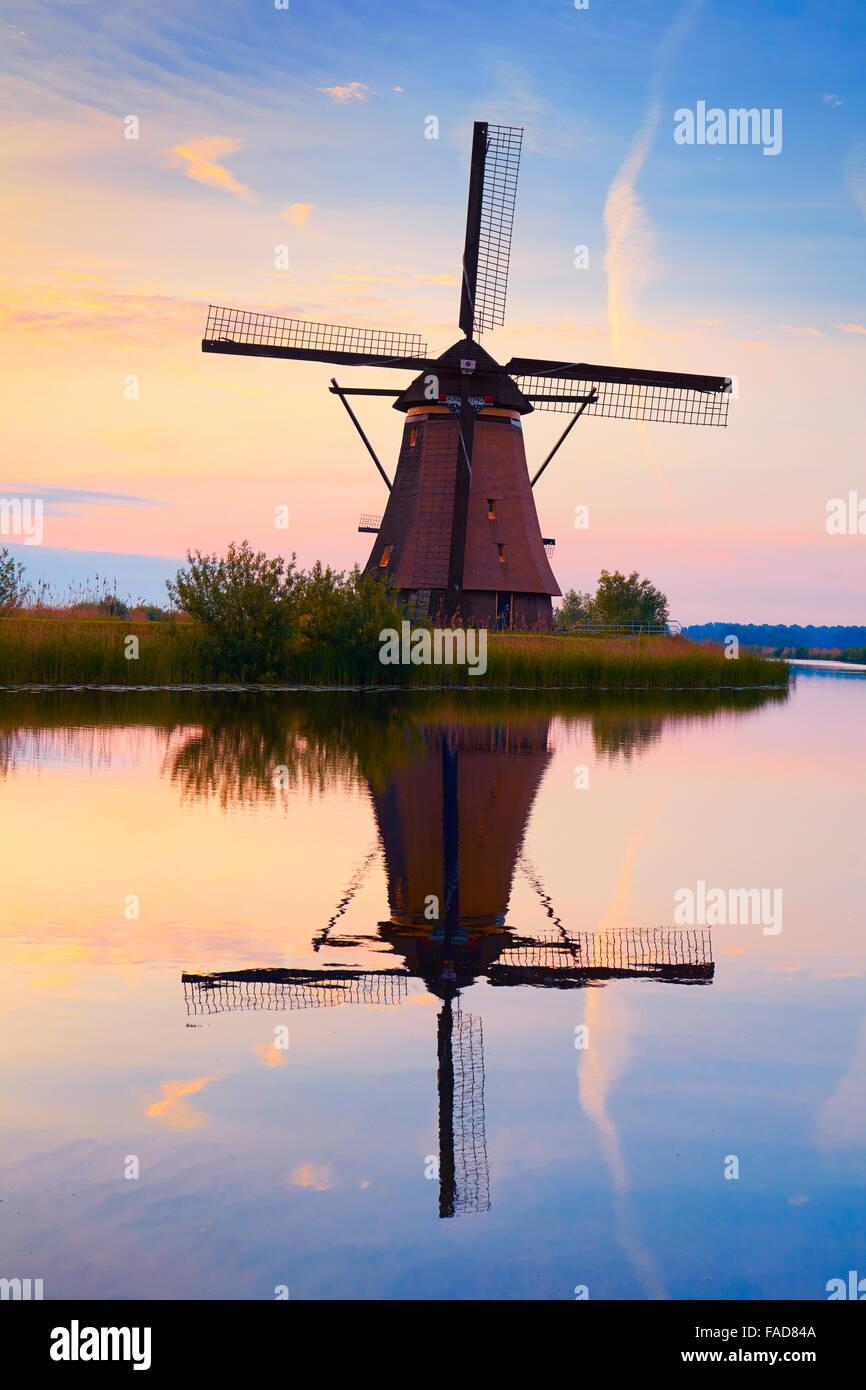 Kinderdijk windmills before sunrise - Holland Netherlands - Stock Image