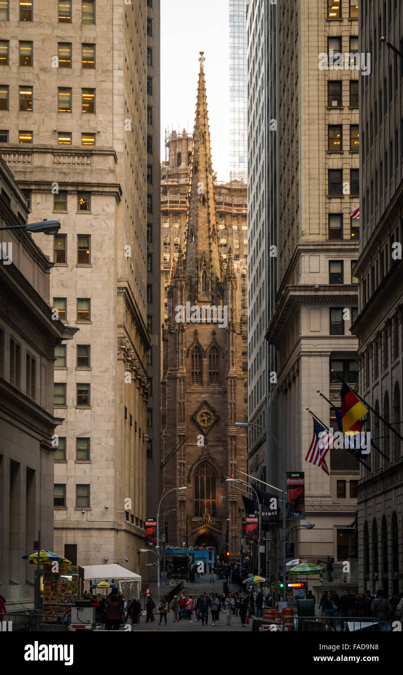 Trinity Church, built in 1846, perfectly framed between two modern towers on Broadway and Wall Street in New York - Stock Image