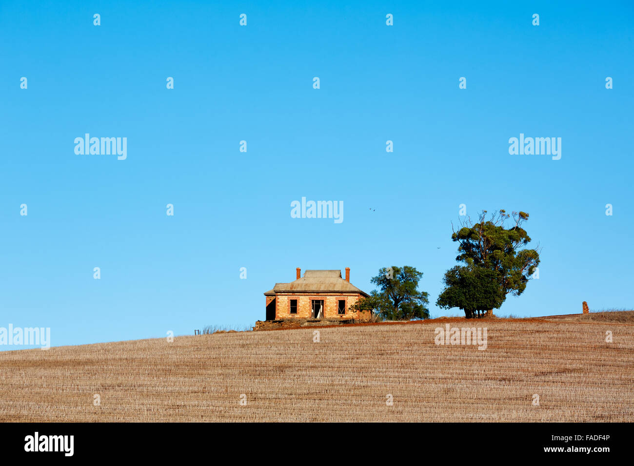 Abandoned farmhouse near Peterborough South Australia. - Stock Image