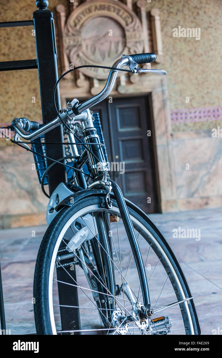 Bicycle parked at entrance to Asheville City Hall in Asheville, North Carolina, USA. - Stock Image