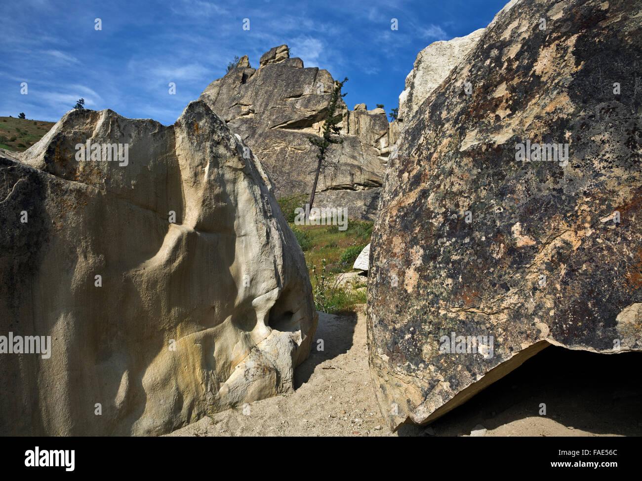WA12467-00...WASHINGTON - The Pinnacles at Peshastin Pinnacles State Park, a popular rock climbing area near Cashmere. - Stock Image