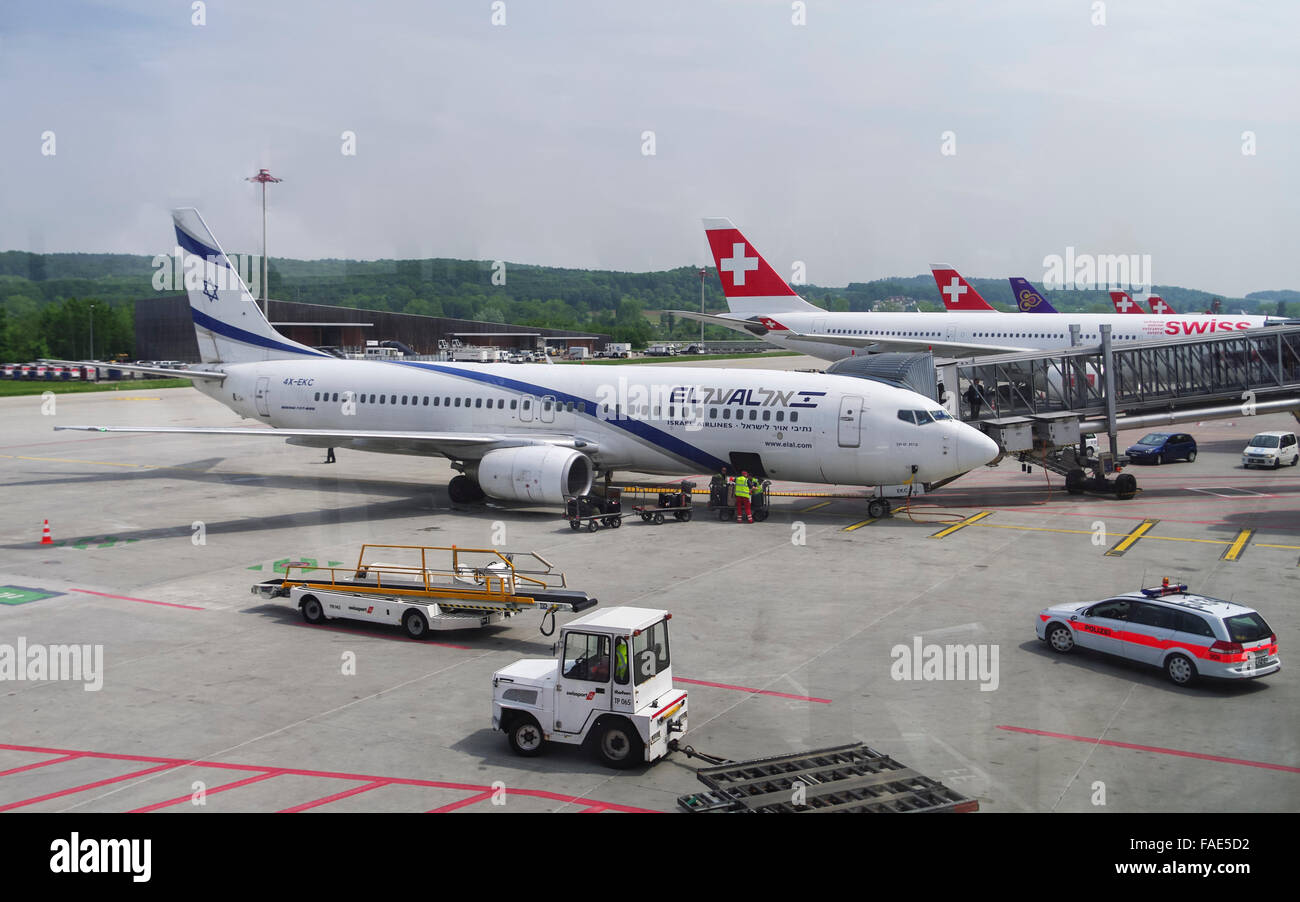 Boeing 737-858, registration 4X-EKC, of the Israeli airline El Al at Zurich Airport, Switzerland, being guarded - Stock Image