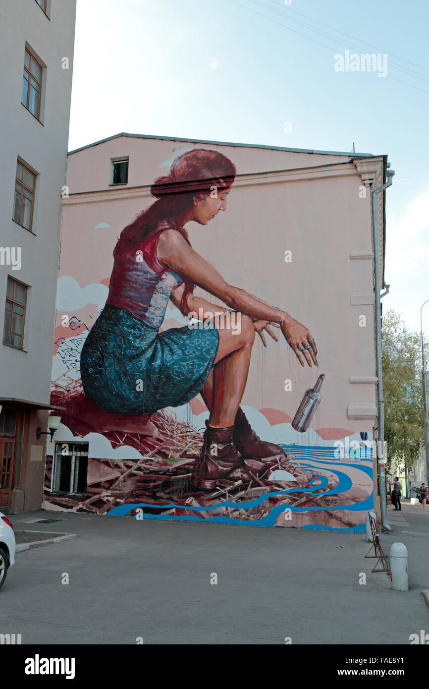 'The Messenger' by street artist Fintan Magee, Moscow, Russia. - Stock Image