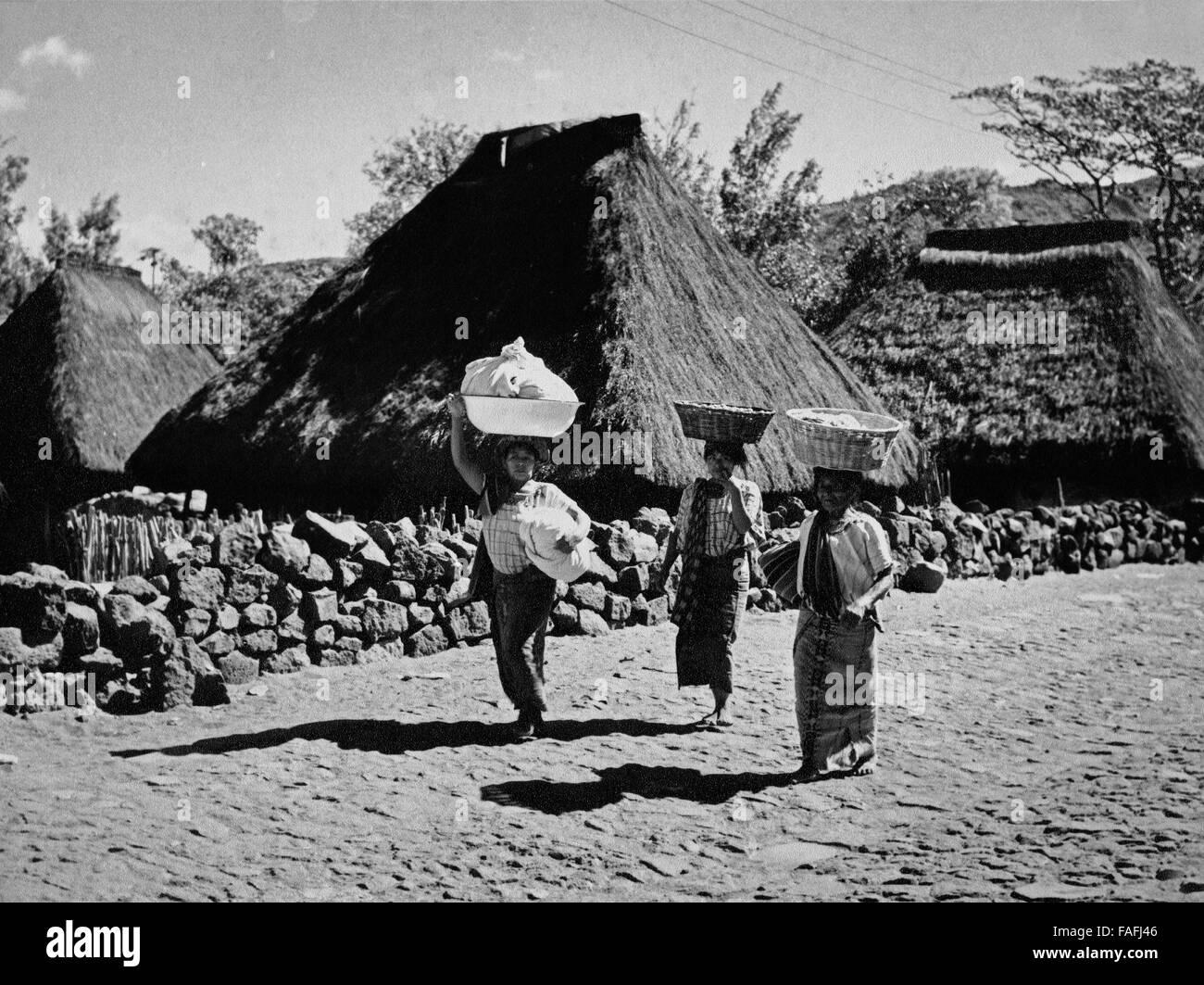 Frauen in Santiago Atitlan, Guatemala 1970er Jahre. Women of Santiago Atitlan, Guatemala 1970s. - Stock Image