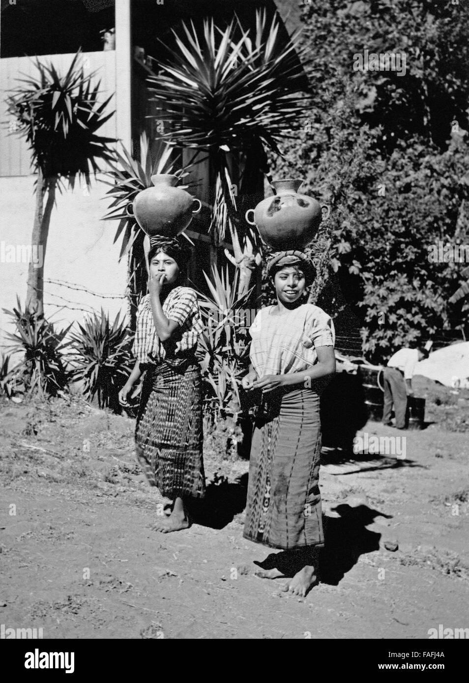 Frauen in Santiago Atitlan, Guatemala 1970er Jahre. Women of Santiago Atitlan, Guatemala 1970s. Stock Photo