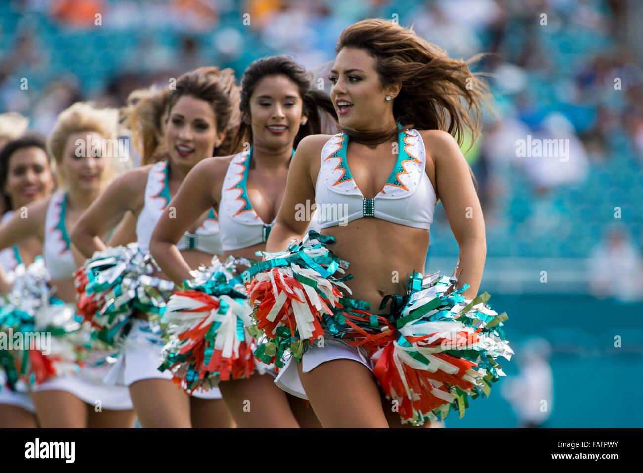 Miami Dolphins Cheerleaders Stock Photos & Miami Dolphins ...