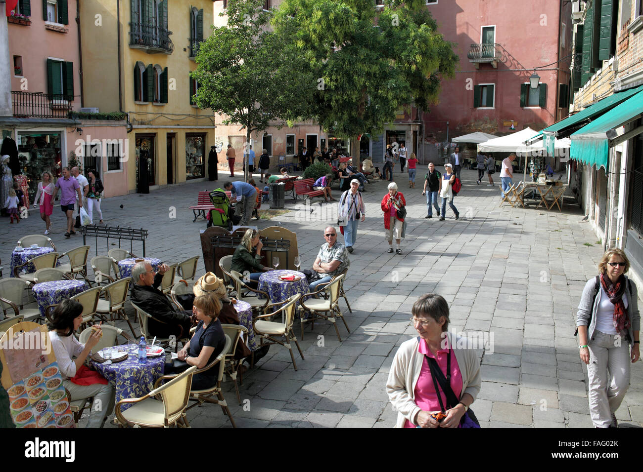 The convivial city: Campo Santa Maria Nova, a typical small square for sitting, eating and drinking, in traffic - Stock Image