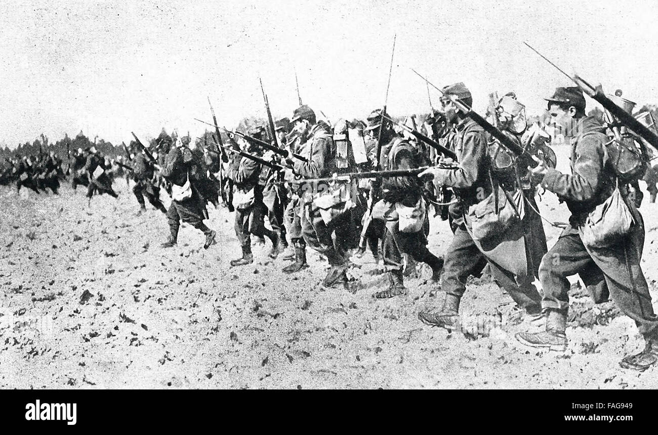 Bayonet charge by French soldiers typical of the gallantry and spirit they display in action. World War I - Stock Image