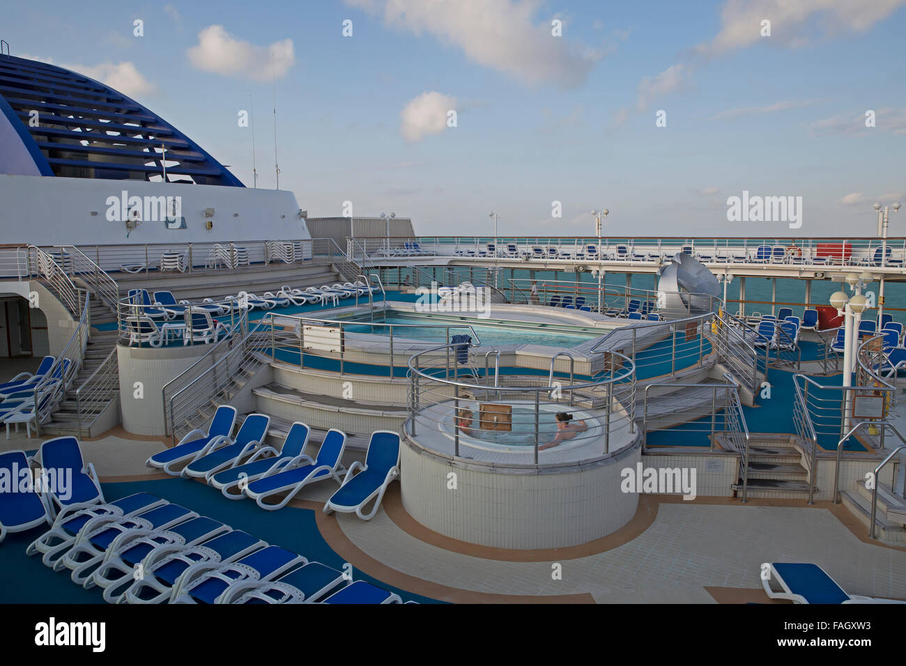 Open air Jacuzzi on board Oceana a P&O cruises ship Stock Photo ...