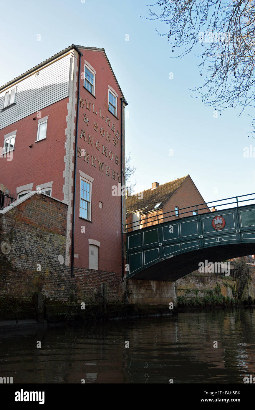 St Miles Coslany Bridge across the River Wensum in Norwich, and old Bullards Anchor Brewery Stock Photo