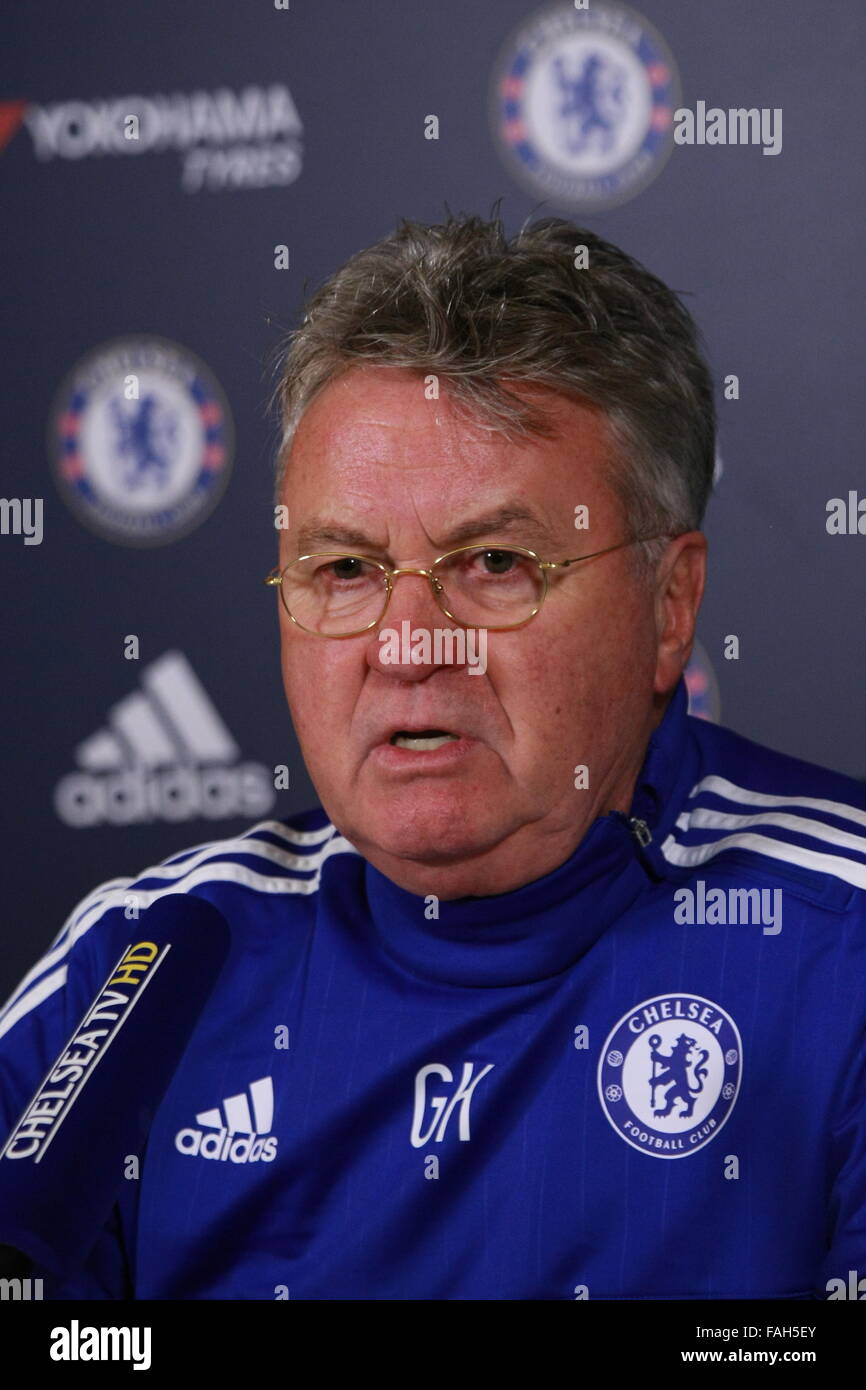 Guus Hiddinck Chelsea Football Club Manager talks with the media - Stock Image