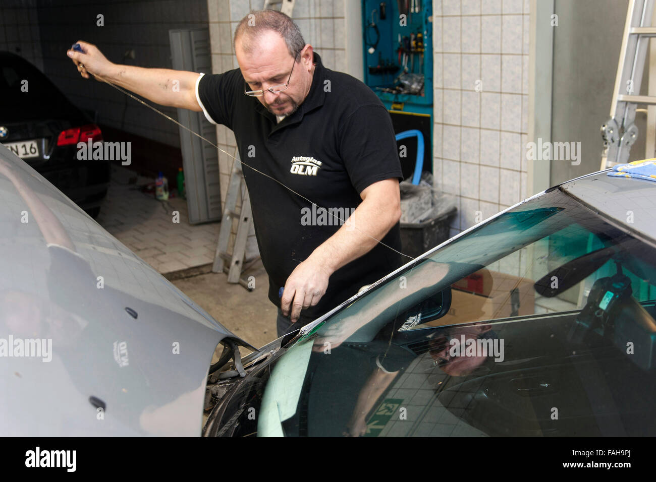 Windscreen Replace Stock Photos & Windscreen Replace Stock Images ...