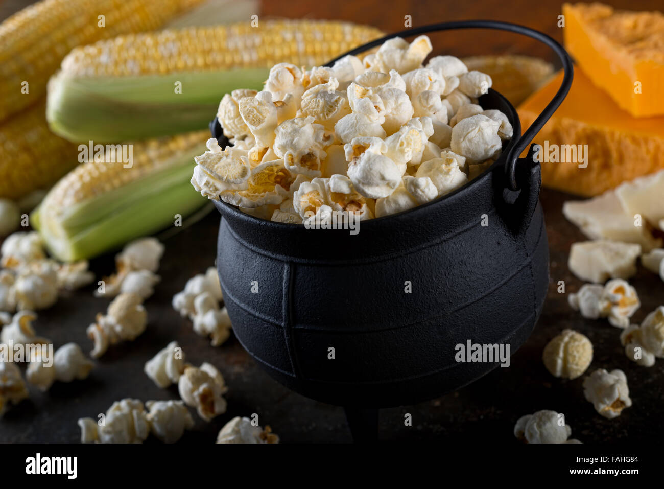 Delicious home made white cheddar flavor kettle corn popcorn. - Stock Image