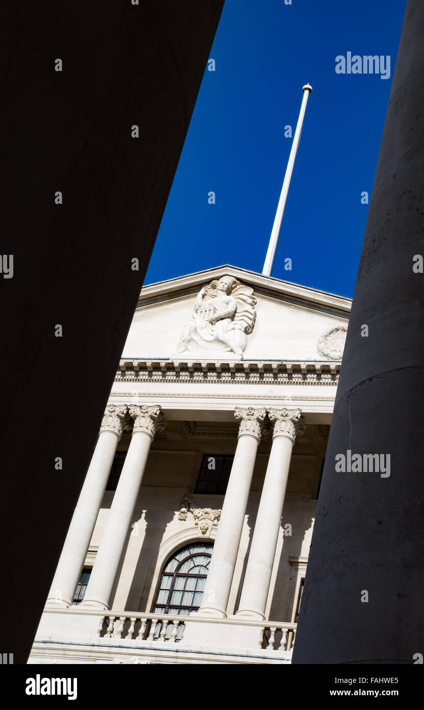 Bank of England building in Threadneedle Street in the City of London UK seen through the columns of the Exchange - Stock Image