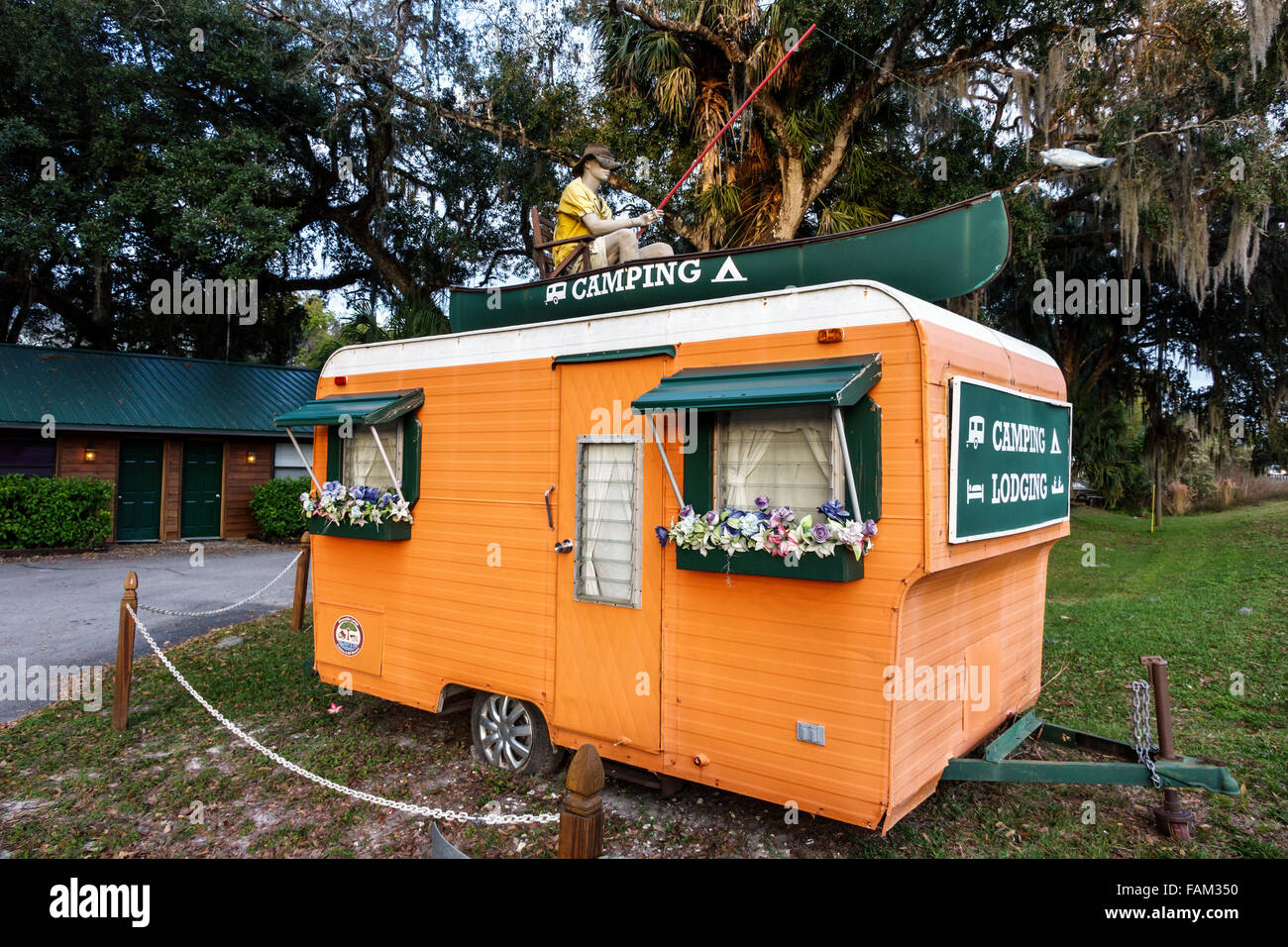 Florida Inverness Withlacoochee River Riverside Lodge RV Resort & and Cabins camping camper van - Stock Image