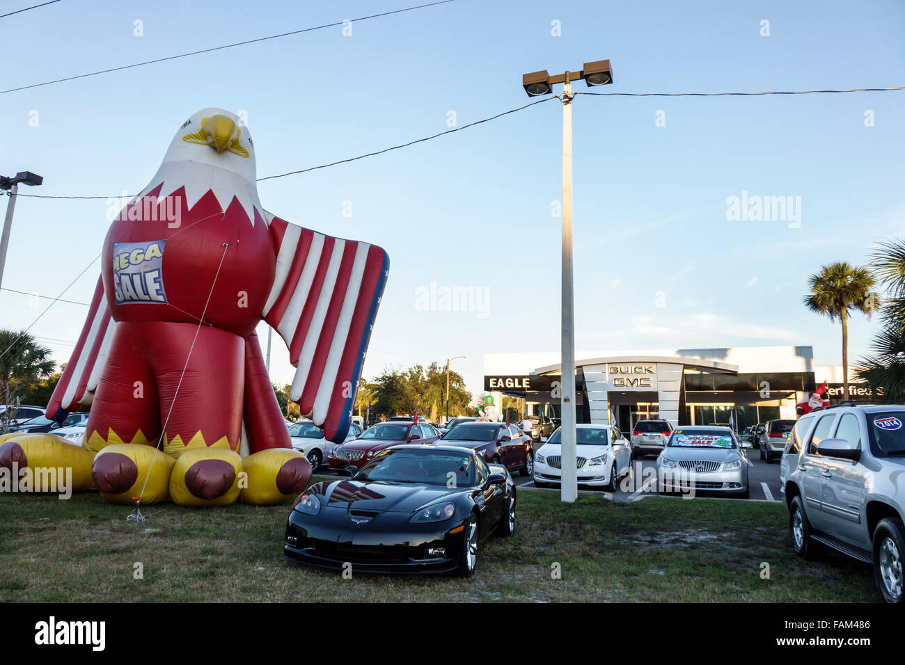 Florida Crystal River GMC dealership cars automobiles giant eagle inflatable - Stock Image