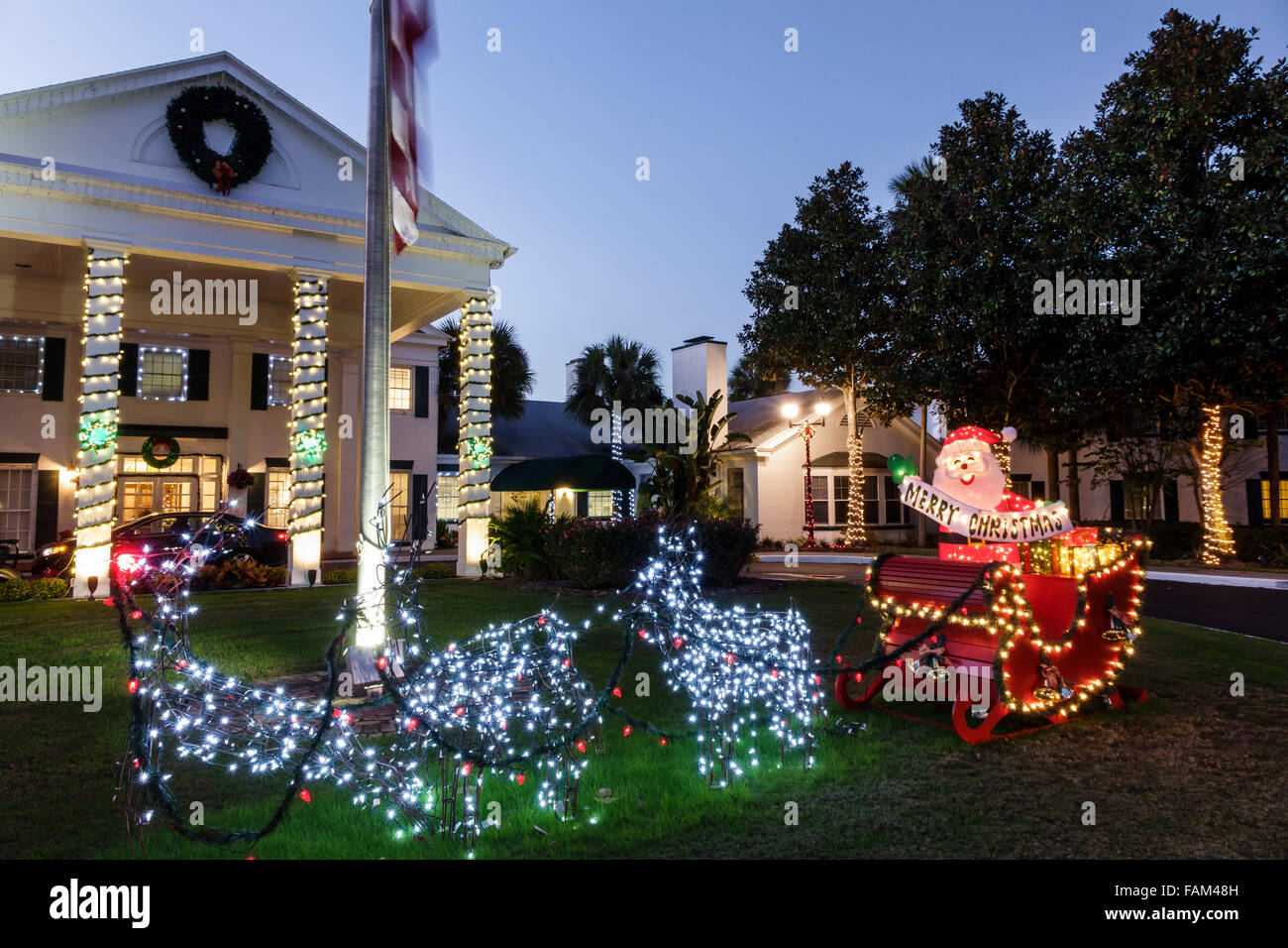 florida crystal river plantation on crystal river resort hotel christmas light display santa claus reindeer