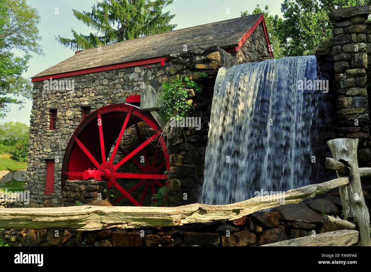 Sudbury, Massachusetts:  The Old Stone Grist Mill with water wheel and cascade still grinds flour for nearby Wayside - Stock Image