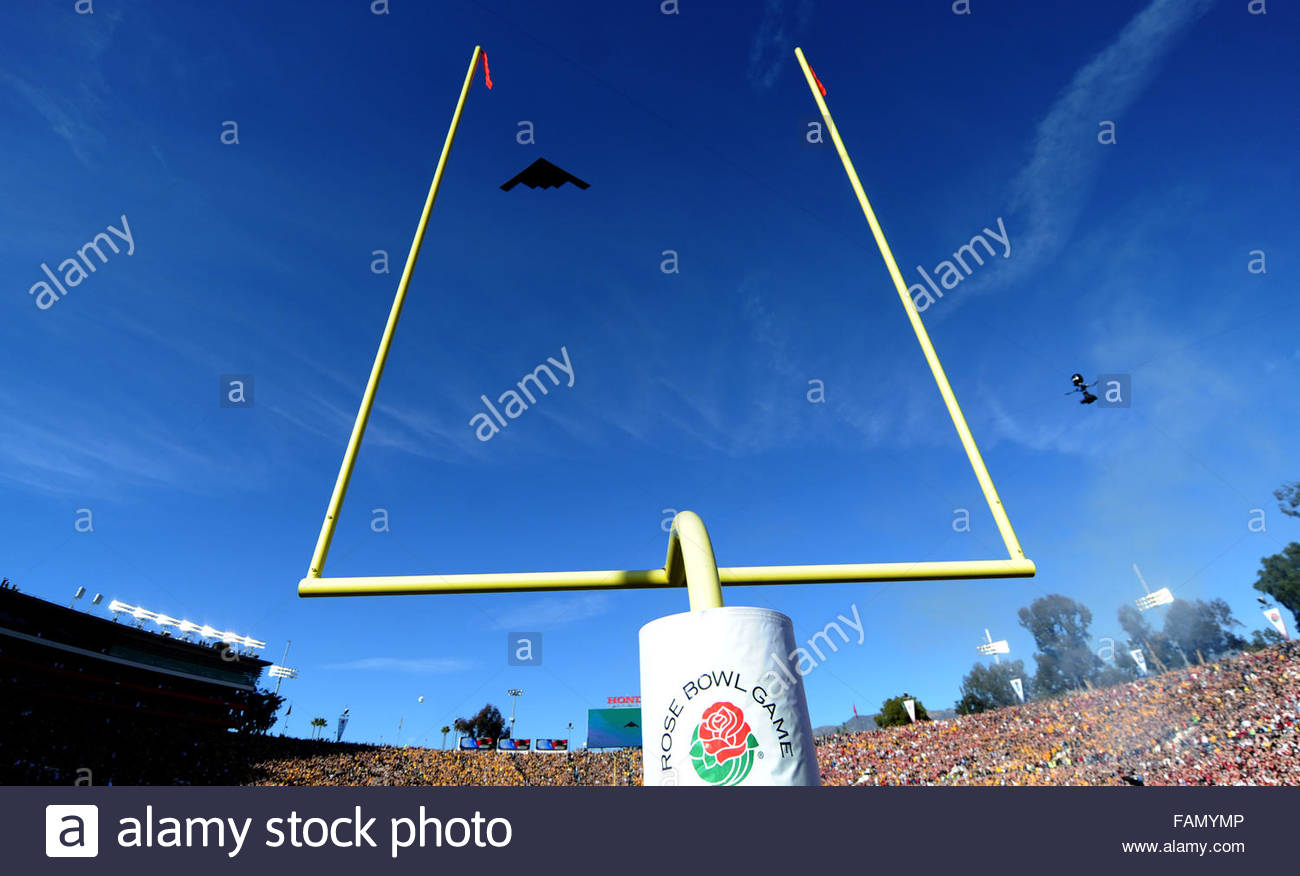 Pasadena, California, USA. 01st Jan, 2016. A B2 Stealth Bomber flies over prior to the 102nd Rose Bowl game between - Stock Image