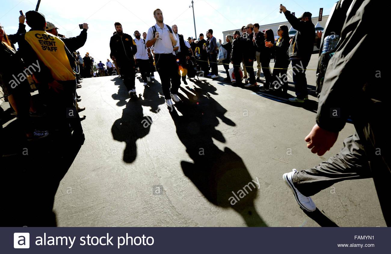 Pasadena, California, USA. 01st Jan, 2016. Iowa enters the stadium prior to the 102nd Rose Bowl game between Iowa - Stock Image