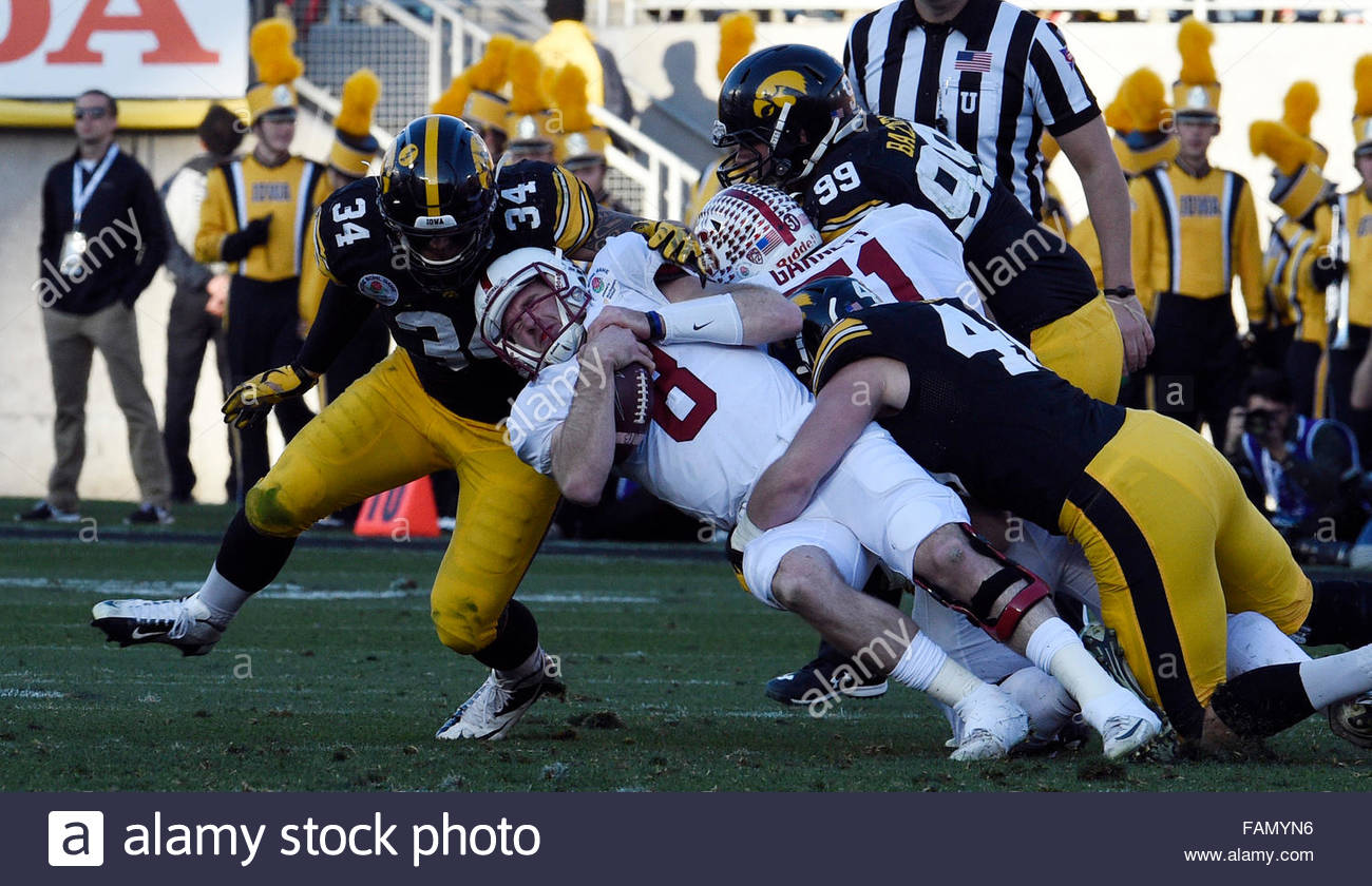 Pasadena, California, USA. 01st Jan, 2016. Stanford quarterback Kevin Hogan (8) is tackled by the Iowa defense in - Stock Image